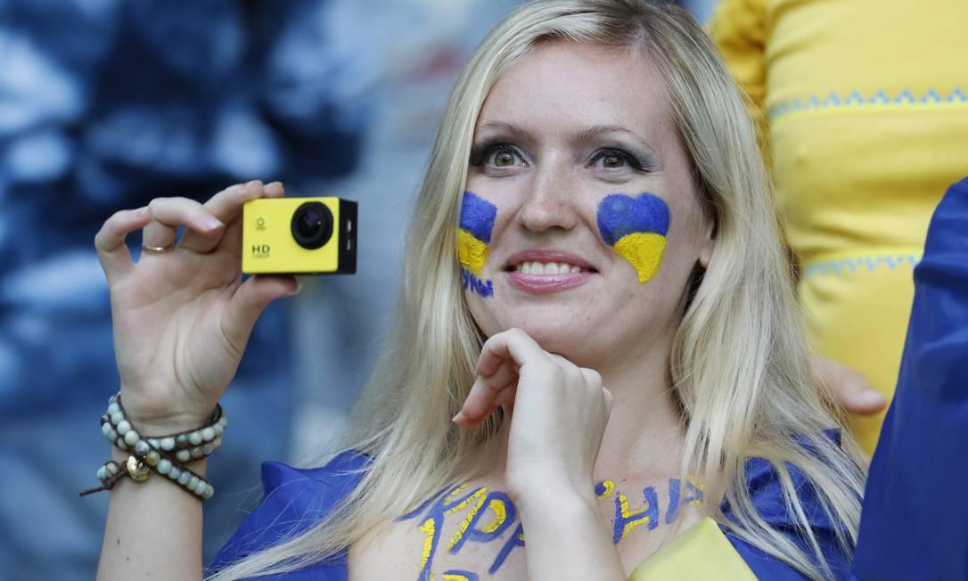 A ucraniana se pintou toda para o duelo contra a Irlanda do Norte REUTERS/Pascal Rossignol
