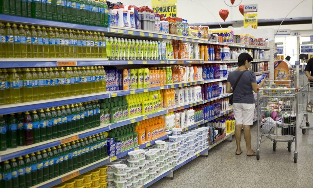 Seção produtos de limpeza Foto: Pedro Serra / Agência O Globo
