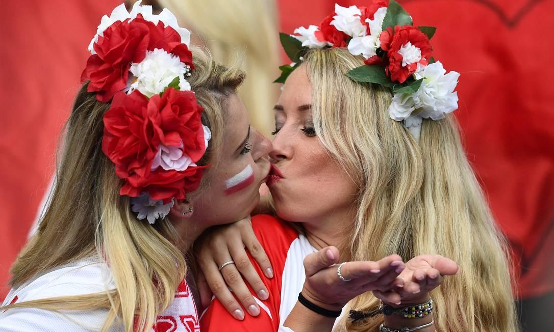 Torcedoras polonesas esperam a partida contra a Alemanha FRANCK FIFE / AFP