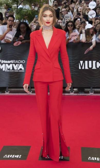 Não teve para ninguém! A modelo Gigi Hadid foi a grande estrela do prêmio iHeart Radio, no Canadá, na noite de domingo, roubando a cena em todos os flashes Arthur Mola / Arthur Mola/Invision/AP