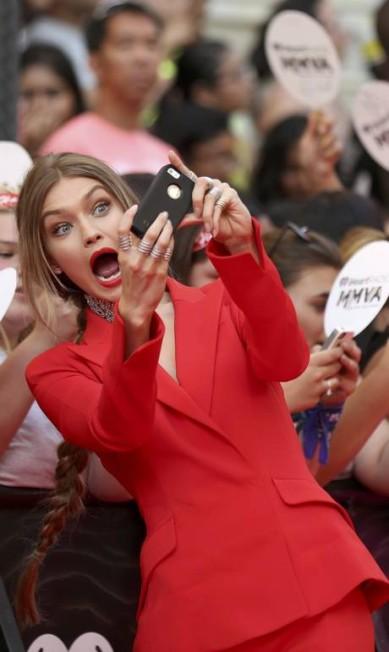Todo mundo ganhou um selfie engraçado da modelo PETER POWER / REUTERS