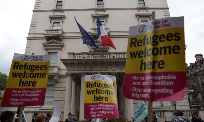 Protesto na embaixada da França em Londres a favor dos refugiados. As políticas imigratórias devem endurecer com a vitória do Brexit Foto: DANIEL LEAL-OLIVAS / AFP