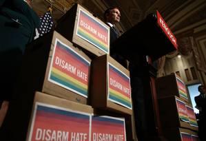 Após massacre de Orlando, em 2016, senador democrata Chris Murphy pede aprovação de medidas para controle de armas nos EUA Foto: WIN MCNAMEE / AFP