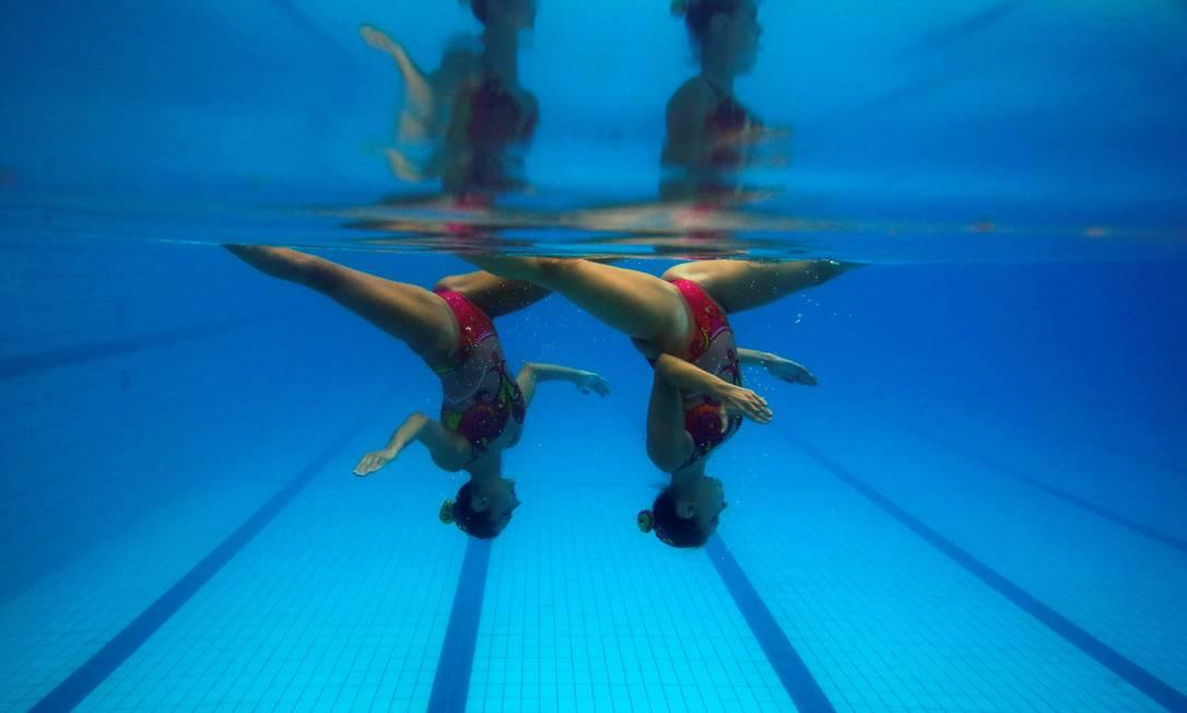Duda Miccuci, à direita, e Luisa Borges serão as representantes do Brasil nos duetos do nado sincronizado na Olimpíada de 2016, no Rio PILAR OLIVARES / REUTERS