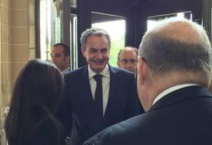 Zapatero chega à sede da OEA e cumprimenta o embaixador venezuelano, Bernardo Alvarez Foto: Henrique Gomes Batista