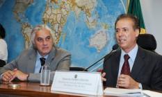 O deputado federal Pedro Chaves (à direita), ao lado do senador cassado Delcídio do Amaral Foto: José Cruz / Agência Senado