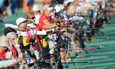 Atletas do tiro com arco durante uma competição Foto: Alexandre Cassiano