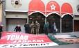 """Sede nacional do PT. Militantes do partido trouxeram faixa com foto do Eduardo Cunha e a frase """"fora ladrão e o Temer?"""""""