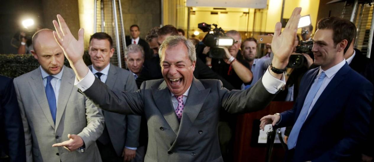 Farage comemora vitória no Brexit Foto: Matt Dunham / AP