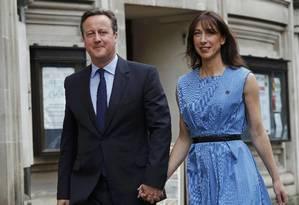 Cameron e a mulher, Samantha, deixam local de votação Foto: STEFAN WERMUTH / REUTERS