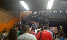 A superlotação na estação do metrô de Del Castilho Foto: Leitor André de Araújo Marques / Eu-Repórter