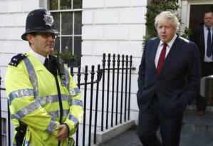 Boris Johnson deixa sua casa após britânicos votarem pela saída da UE Foto: PETER NICHOLLS / REUTERS