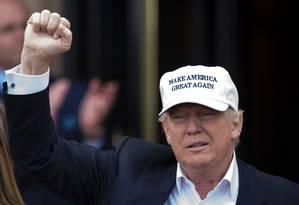 Donald Trump visita campo de golfe de sua propriedade na Escócia Foto: OLI SCARFF / AFP