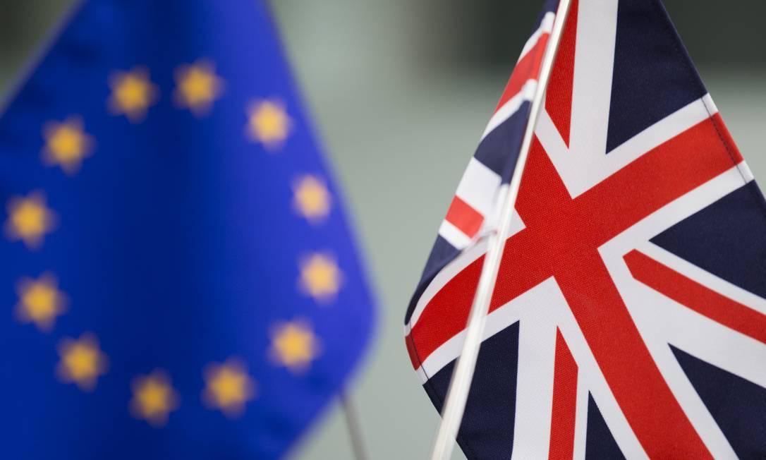 Bandeiras da União Europeia e do Reino Unido Foto: / Tomohiro Ohsumi/Bloomberg