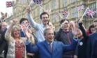Nigel Farage, líder do partido de extrema-direita britânico Ukip, faz um pronunciamento após vitória do Brexit Foto: TOBY MELVILLE / REUTERS