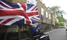 Motorista de táxi comemora o resultado do histórico referendo Foto: TOBY MELVILLE / REUTERS