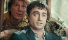 Daniel Radcliffe e Paul Dano em cena de 'Swiss army man' Foto: Reprodução