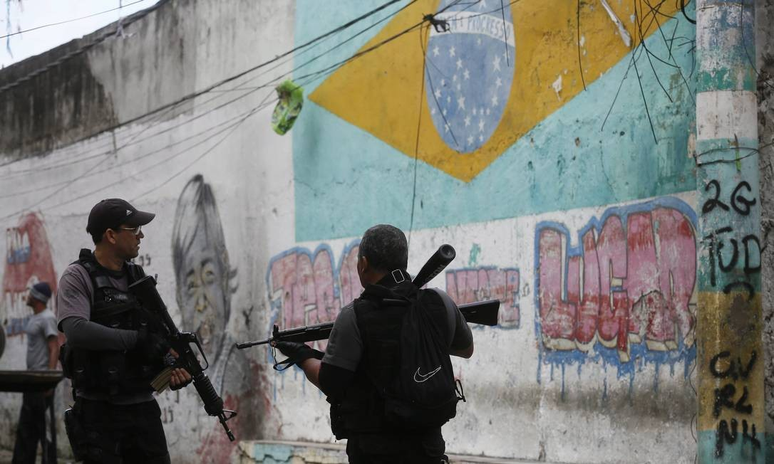 Este é quinto dia consecutivo de caçada ao traficante Foto: Pablo Jacob / Agência O Globo