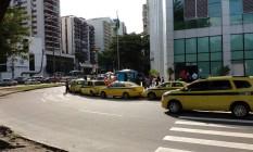 Ponto de táxi pirata no Humaitá Foto: Foto do leitor Marco Farias / Eu-Repórter