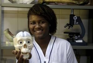 Lorrayne Isidoro, aluna do colégio Pedro II, ganhou o primeiro lugar na Olimpíada de Neurociências. Foto: Marcelo Carnaval / Agência O Globo