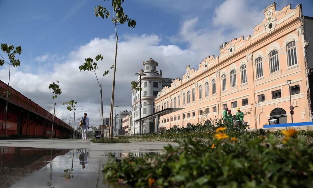 E nela foi construído um boulevard, entre a Praça Mauá e o Armazém 6 (da Utopia), que compõe parte da Orla Conde Foto: Custódio Coimbra / Agência O Globo
