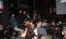 Fãs de 'Game of Thrones' se reúnem para assistir à série no bar Calabouço, em Vila Isabel Foto: Aline Macedo / Agência O Globo
