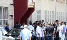 Fachada de hospital universitário fica lotada após crime chocante em Ancara Foto: Reprodução