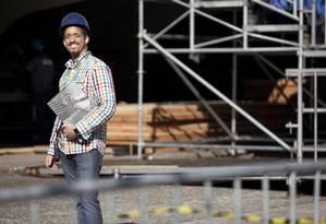 O engenheiro Rodrigo Diniz monta uma grife de roupas masculinas nas horas vagas Foto: Leo Martins / Agência O Globo