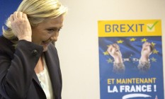 """Marine Le Pen, líder da extrema-direita, comemora a vitória do Brexit e promete fazer convocar referendo se for eleita presidente da França em 2017: """"É possível sair da UE!"""" Foto: Kamil Zihnioglu/AP"""