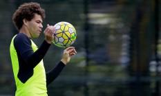 Camilo domina a bola no treino do Botafogo nesta sexta-feira Foto: Vítor Silva/SSPress/Botafogo
