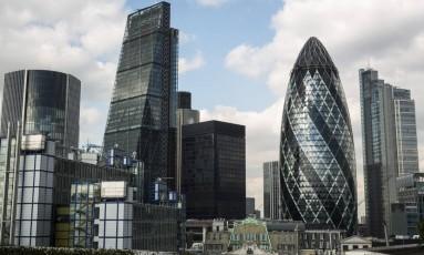 Esvaziamento. Vista dos modernos prédios da 'City': indústria britânica de serviços financeiros será afetada pela migração de empresas e corte de vagas Foto: Jason Alden / Jason Alden/Bloomberg/24-02-2016
