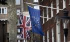 As bandeiras do Reino Unido e da União Europeia Foto: Matt Dunham / AP