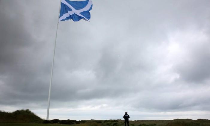 A bandeira escocesa Foto: CARLO ALLEGRI / REUTERS