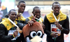 Kemar Bailey-Cole (o segundo da esquerda para a direita), com Usain Bolt (o último, à direita), no Mundial de Moscou em 2013 Foto: YURI KADOBNOV / AFP