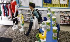 Expansão. Loja da Dimona, na Saara: 40% da capacidade produtiva da empresa estão voltados para os Jogos Foto: Fernando Lemos / O Globo