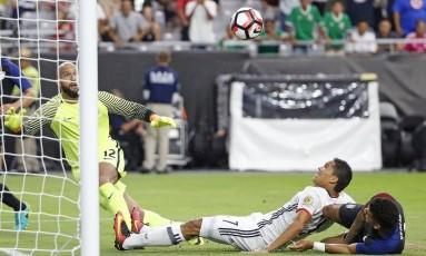 Número 7, Carlos Bacca fez o gol da vitória colombiana sobre os EUA Foto: Ross D. Franklin / AP