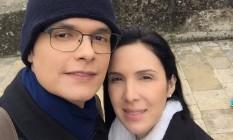 A médica Gisele Palhares e o marido, Renato Palhares, na França no início de junho Foto: Reprodução do Facebook