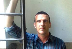 Vibração certa. Luciano Trigo defende que vontade e disciplina não bastam para criar poesia Foto: Divulgação/Clarice Saadi