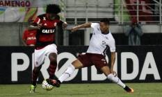 Richarlison aperta saída de bola de Rafael Vaz: orientação de Levir Culpi no Fla-Flu Foto: Nelson Perez / Fluminense F.C.