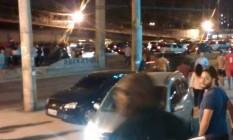 Motoristas em pânico durante arrastão na Avenida Brasil Foto: Divulgação