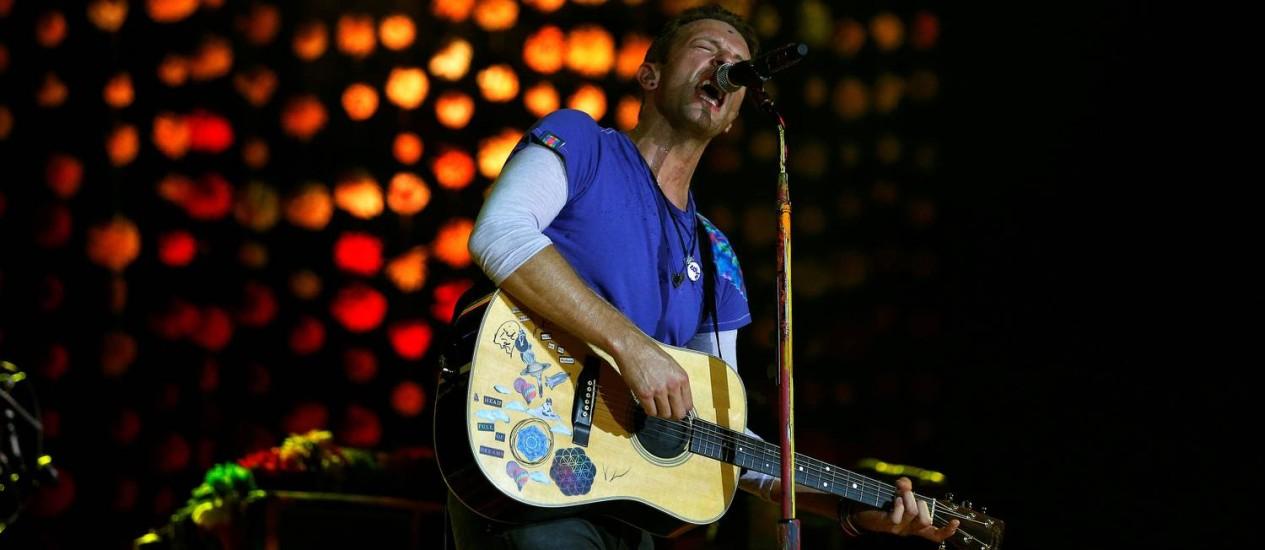 Chris Martin em show do Coldplay no Glastonbury Foto: STOYAN NENOV / REUTERS