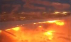 Passageiro registrou imagens do fogo em aeronave da Singapore Airlines Foto: LEE BEE YEE / AFP
