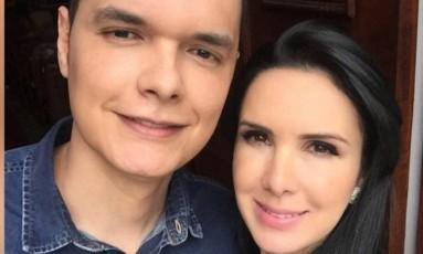 O cirurgião plástico Renato Palhares, e a dermatologista Gisele Palhares Gouvêa, que morreu vítima de assalto Foto: Reprodução do Facebook