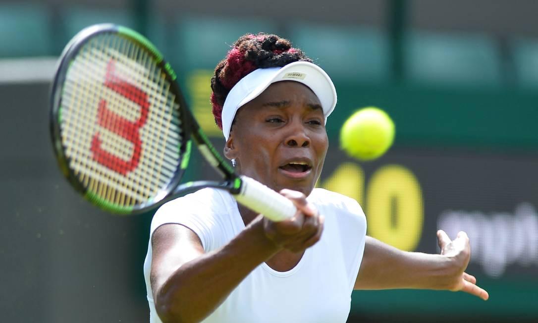 A americana Venus Williams também avançou à segunda rodada. A vítima foi a croata Donna Vekic GLYN KIRK / AFP