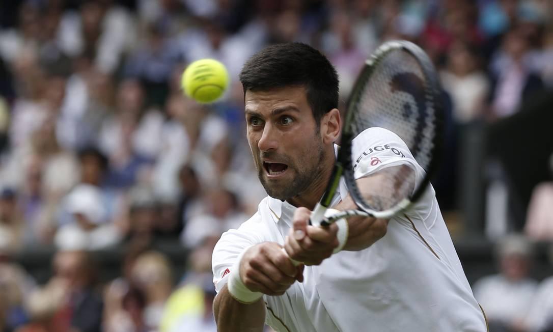 Em busca do quarto troféu, o sérvio Novak Djokovic venceu o anfitrião James em sets diretos ADRIAN DENNIS / AFP