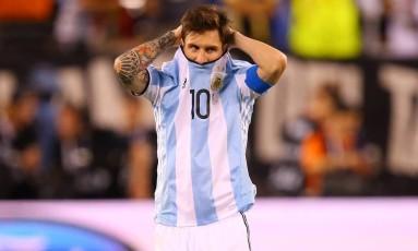 Crítico da atual gestão da AFA, Messi reclamou publicamente da desorganização da Associação de Futebol Argentino Foto: Mike Stobe / AFP