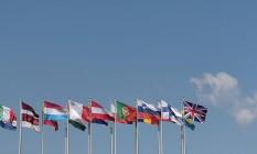 Foto de 24 de junho mostra bandeiras em frente ao Parlamento Europeu pouco antes do Reino Unido votar por se preparar do grupo Foto: PATRICK HERTZOG / AFP