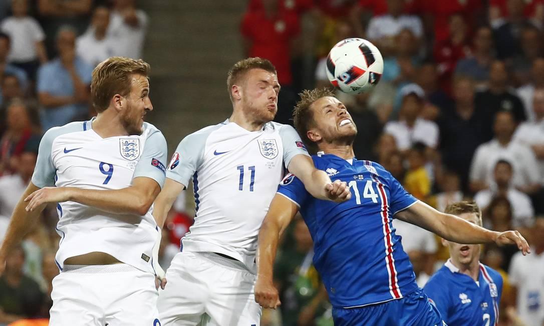 Esperança inglesa, Jamie Vardy, número 11, entrou no segundo tempo, mas não evitou a eliminação para os islandeses Kai Pfaffenbach / REUTERS