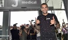 Daniel Alves comemora chegada ao Juventus Foto: Reprodução