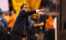 Tata Martino, treinador da Argentina, gesticula durante a final da Copa América Centenário: dias na seleção podem estar contados Foto: Mike Stobe / AFP